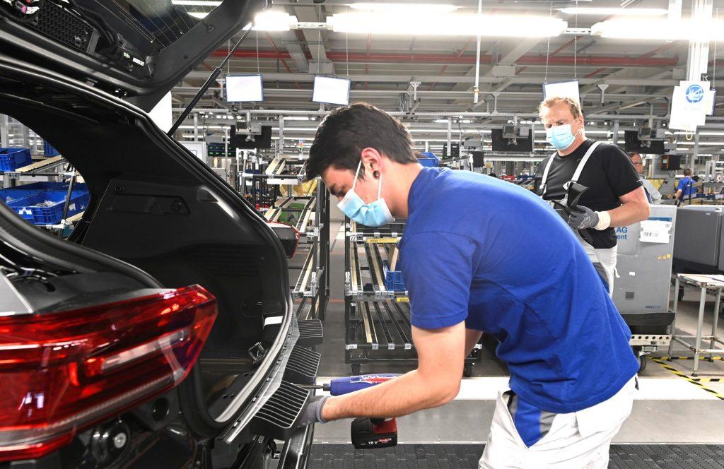 Vești bune - Volkswagen redeschide fabrica de la Zwickau 1