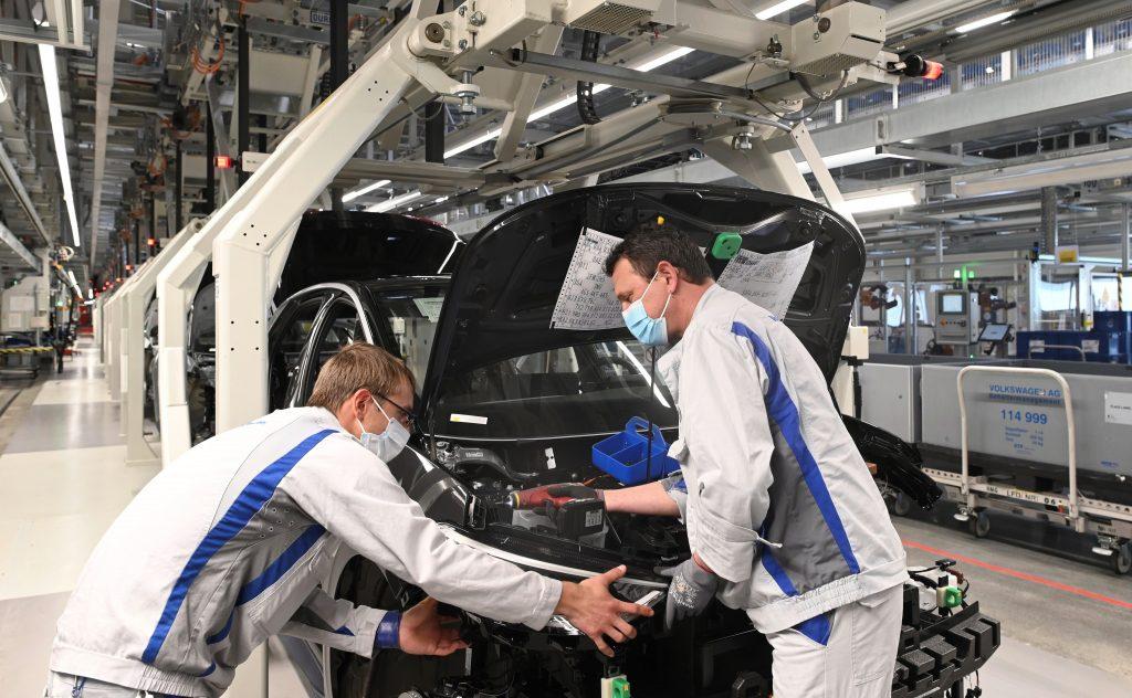 Vești bune - Volkswagen redeschide fabrica de la Zwickau 2