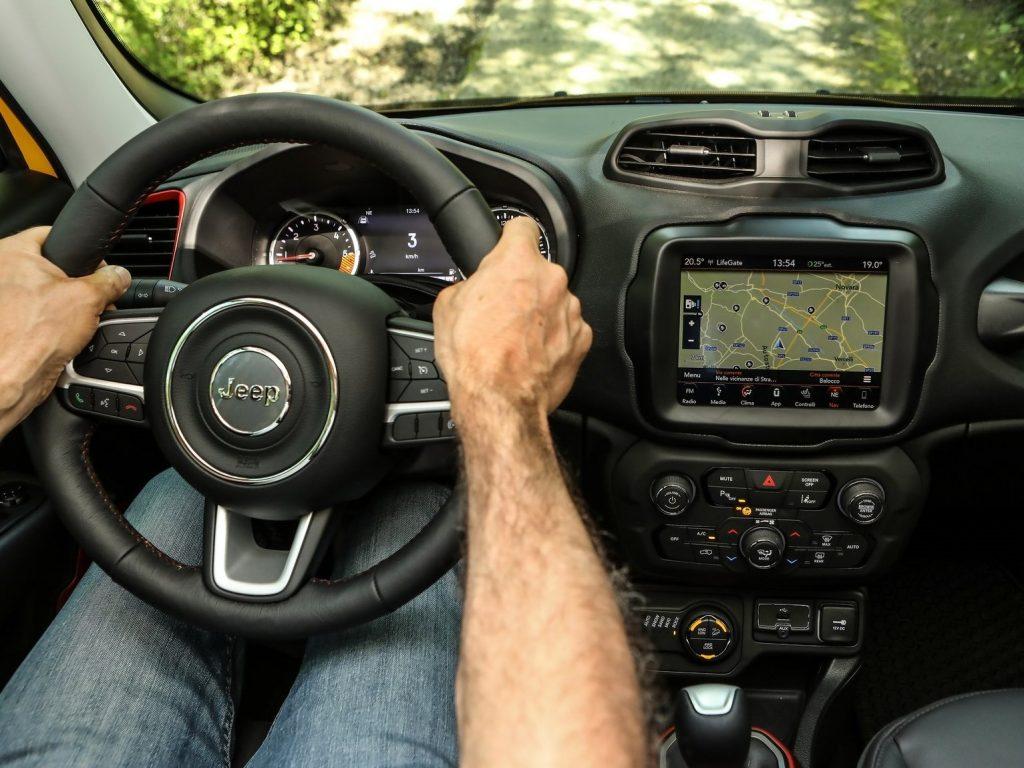 Jeep Renegade. Bivalență: Dur la exterior, confortabil la interior 3