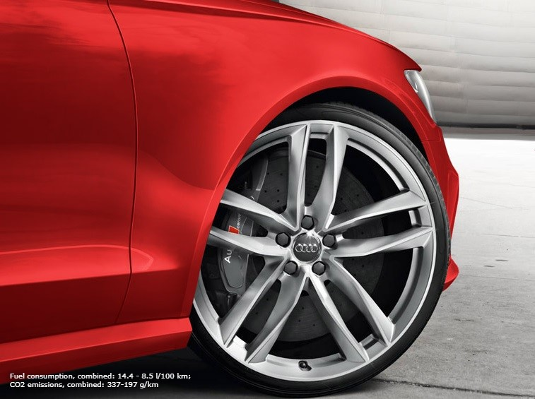 Audi Sport. Born on the Track, built for the road. 9