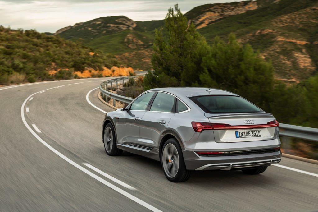 Audi optimizează gama e-tron: încărcare în curent alternativ la 22 kW plus confort și mai ridicat la condus 1