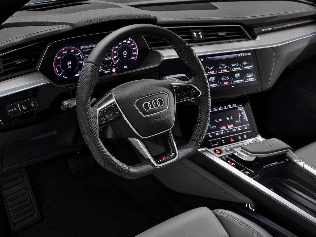 Audi optimizează gama e-tron: încărcare în curent alternativ la 22 kW plus confort și mai ridicat la condus 2