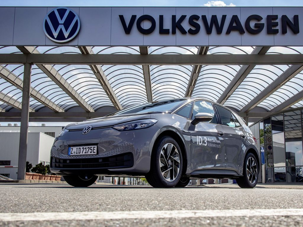 It all starts with a full charge: Felix Egolf collects the new ID.3 at the Volkswagen plant in Zwickau, which has been completely converted to the production of e-cars only.